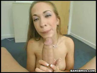 Wild blondine pornoster jamie elle swallowing een mbootyive meat bone