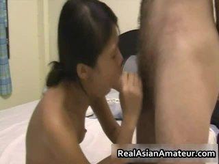Cutie aziatisch babe blows en receives rammed