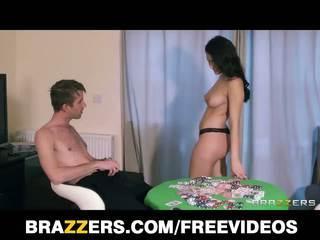 Valentina nappi turns ein spiel von strip poker turns in ein