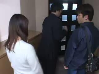 Ιαπωνικό μαμά που πιάστηκε αυτήν husbands masturbate βίντεο