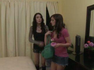 Lesbo distracție cu lily carter și aiden ashley