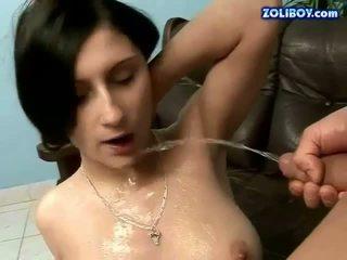Chlapec jebanie a čúranie na jeho priateľka