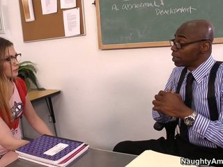 Discussing उसकी grades