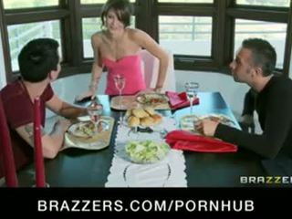 Heet jong brunette overspel vrouw fucks hubbys friends big-dick