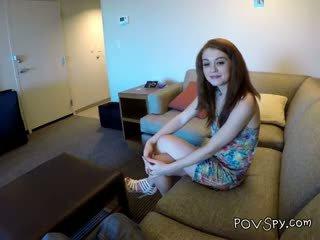 Adoleshent alice aka ella hughes thith kokosh ajo met në facebook