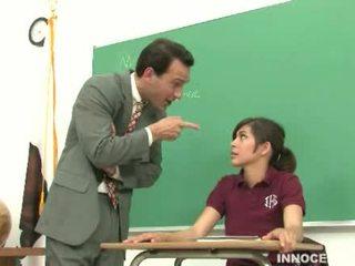 Gadis sekolah spanked dan didera