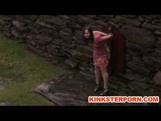 Ārā bdsm perverts slaves uz chains uz the lietus