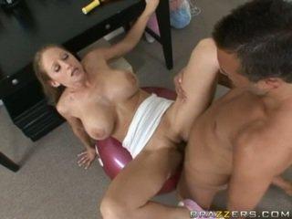 Abby rode gets а пълен чукане тренировка като тя acquires slammed на а гимнастически салон ball