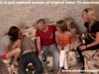 Babes açık mouths ve yemek emzikli video