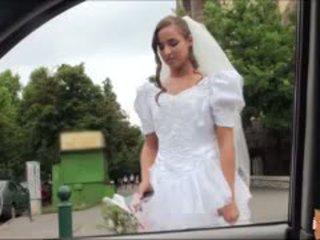 Karštas nuotaka fucks po failed vestuvės