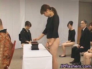 亚洲人 女孩 去 到 教堂 一半 裸体