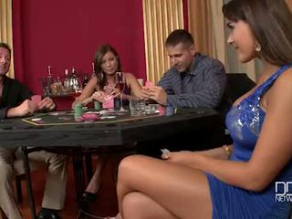 Two incredible babes fucked grūti uz the casino
