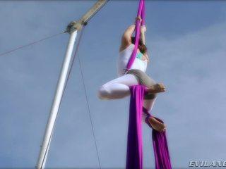 Belladonna keeps herself in shape doing aerial ýüpek routines