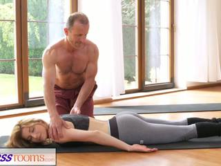 Fitnessrooms dreckig yoga lehrer auf atemberaubend fitness.