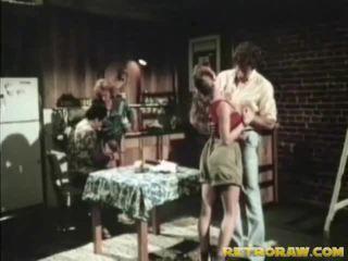 Köögis neljakesi retro xxx film