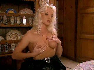Silvia saint sexo a três