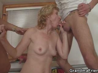 Sharing 말라 붙은 늙은 여자 와 작은 가슴, 포르노를 4c