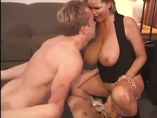 Kuuma kelly madison ja michelle b gets niiden makea pussies hammered kova