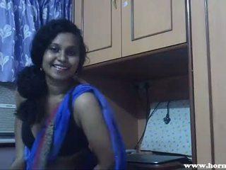 I eksituar lily në blue sari indiane vogëlushe seks video - pornhub.com