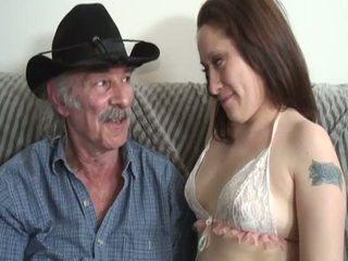 Porner premium: アマチュア セックス 映画 とともに a 古い 男 と a 若い ふしだらな女.