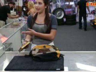 Duży cycuszki college dziewczyna trades w jej cipka na część pieniądze