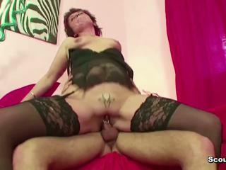 Mutter erwischt stief-sohn beim porno gucken und fickt