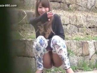 Chinees meisjes gaan naar toilet.3