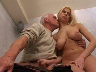 Fierbinte blond gagica adolescenta și vechi om video
