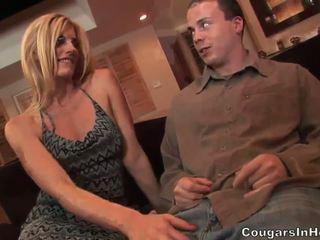 Slutty blond hoe gives fantastisch blowjob