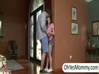 Victoria με boyfriend gets που πιάστηκε με άτακτος/η βήμα μαμά alexandra