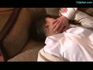Asiatisch mädchen getting rapped licked gezwungen bis saugen schwanz von 2 gu