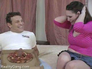 Iso sausage pizzaa: monsterin boobies ruskeaverikkö momma varten delivery kukko