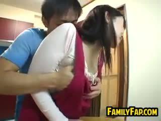 Seksikäs japanilainen vaihe äiti