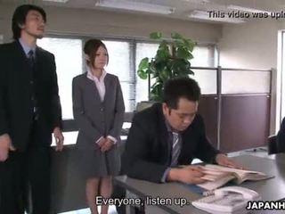 Yoshida getting khoan xuống về cô ấy presentation