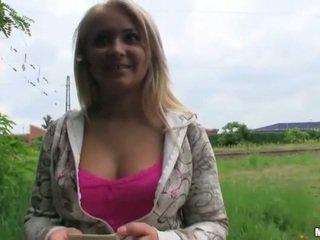 Tsjechisch slet lana poesje pounded in publiek