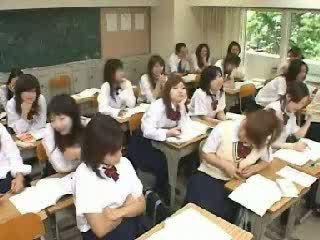 Japānieši klasesistaba raušana un jāšanās uz skola t video