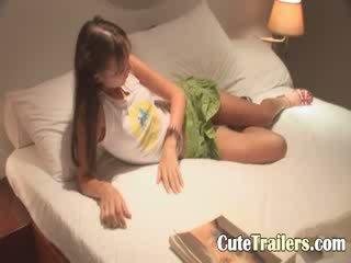 Anorectic meisje cums voor een slaap