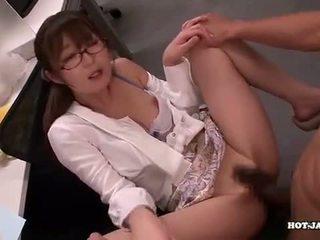 Japansk jenter attacked fascinated sister i living roo
