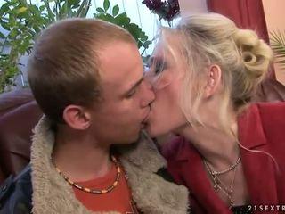 Babcia pieprzenie z jej młody boyfriend