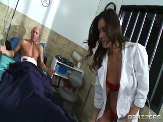 bruneta, hardcore sex, kouření