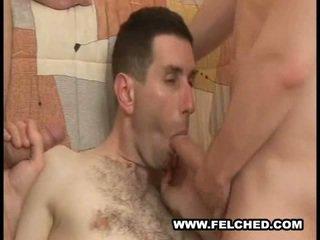 Homo plan a trois suce sperme foutre à partir de cul à bouche
