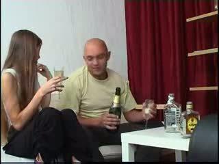 Magrinha amadora russa jovem grávida gets bêbeda