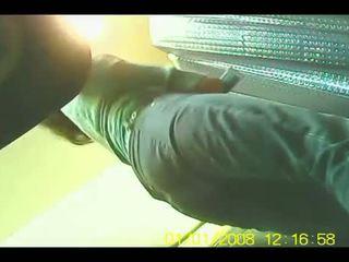Fürdőszoba rejtett kamera - elcsípett pisilés