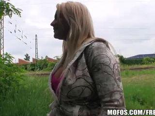 Blonde tchèque nana fucks pour pognon