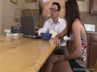 Zeer jong schoolgirls gratis porno video's