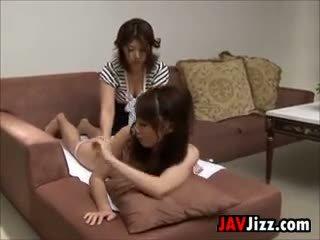 Jepang langkah putri gets sebuah pijat