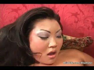 Špinavé ázijské kurva sať a jazda anally a tučné čierne kokot